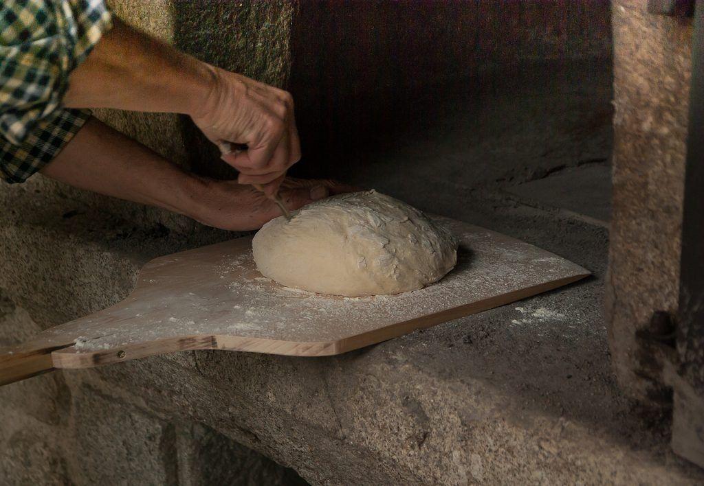 kváskovanie - narezávanie chleba