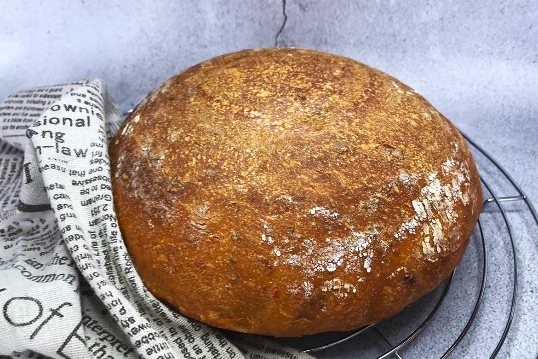 kváskový paradajkový chlieb