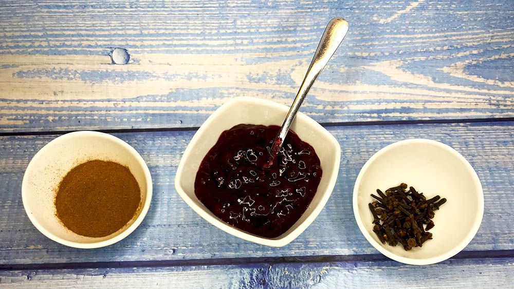 brusnicový džem so škoricou a klinčekmi